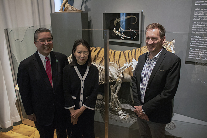 Steven and Anne Tseng together with Leif Schulman. Photo: Jenny Mujunen / LUOMUS